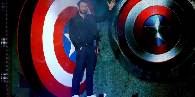 Chris Evans showed his arms shattered by the filming of The Gray Man