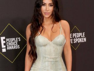 Kim Kardashian looks unrecognizable with blonde hair and bleached eyebrows. Look at her!
