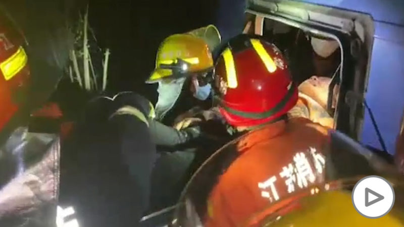 11 dead and 19 injured after truck and bus collide in China