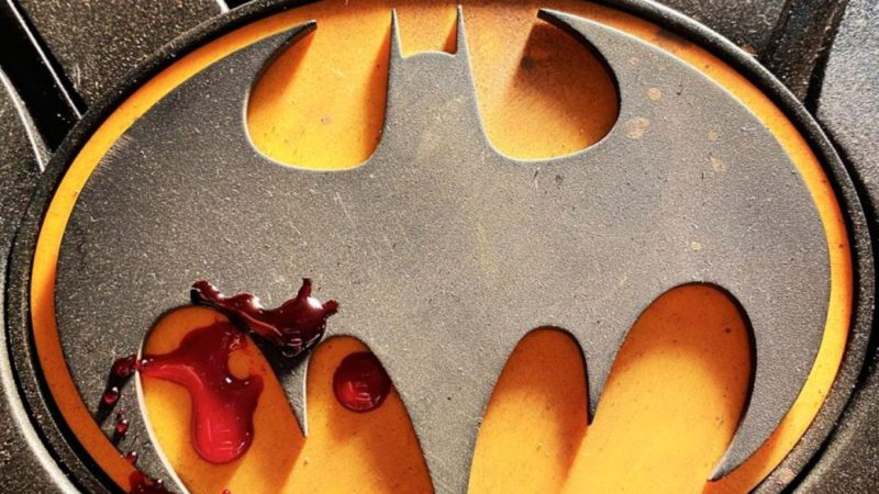 First teaser of Michael Keaton's Batman suit in The Flash: bloody symbol