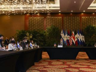 Migración, recuperación económica y pandemia: los temas urgentes de Centroamérica en la cumbre del SICA