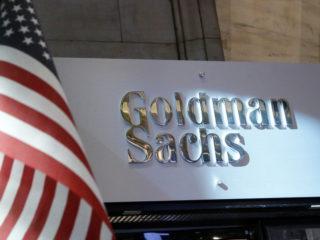 Goldman Sachs ordena a sus empleados en EE.UU. que informen sobre su estado de vacunación