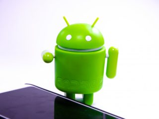 Several security flaws in pre-installed apps threaten Samsung smartphones