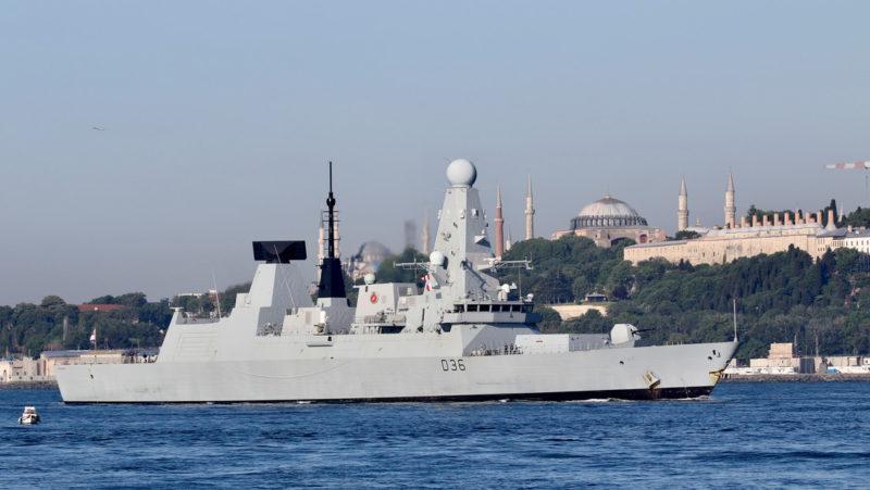 Dos buques de guerra de la OTAN entran en el mar Negro y son vigilados por Rusia