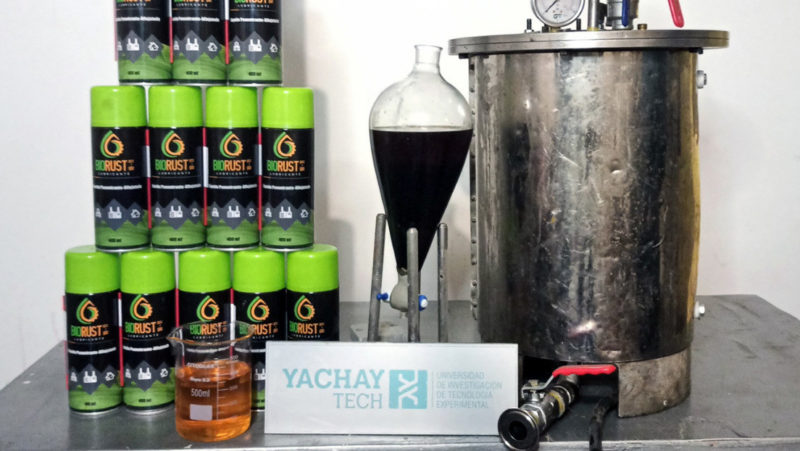 Así es el biorreactor creado en Ecuador que produce un lubricante biodegradable a partir del aceite de cocina usado