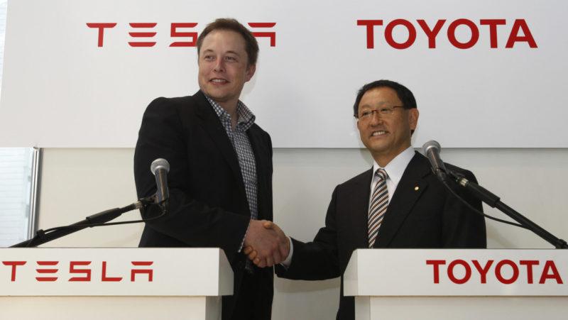 Toyota afirma que los coches híbridos permanecerán competitivos frente a los eléctricos durante al menos 30 años