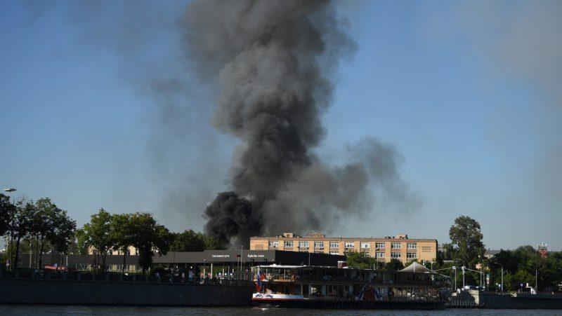 VIDEO: Se produce un incendio en un almacén de fuegos artificiales en el centro de Moscú