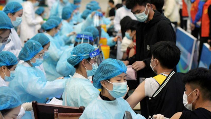 China se convierte en el primer país en aplicar 1.000 millones de dosis de vacunas contra el covid-19