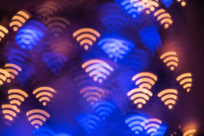 SSID with format strings: Special network name paralyzes WLAN components in iOS