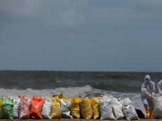 """El buque portacontenedores incendiado en Sri Lanka causó """"daños significativos al planeta"""", asegura la ONU"""