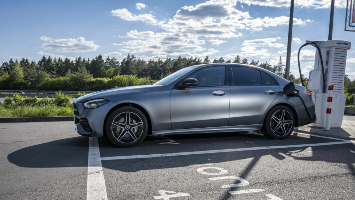 Mercedes C 300 e in the test: plug-in hybrid with huge battery and quick charge