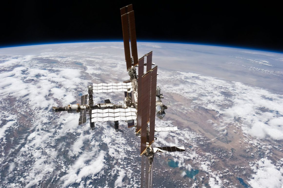 Tuesday: ISS solar sails, Anonymous Commander, electricity mix error & iCloud limit