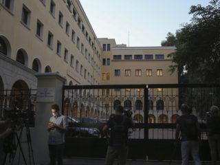 Un sacerdote griego arroja dos litros de ácido sobre varios obispos en un monasterio y deja 10 hospitalizados