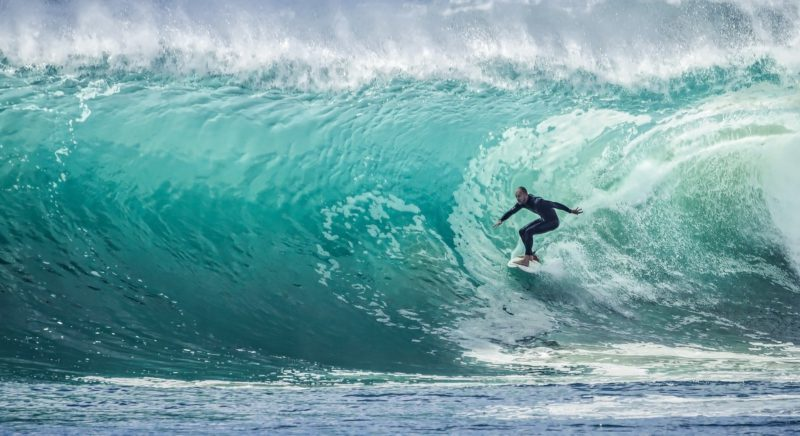 6 benefits of surfing to celebrate your international day