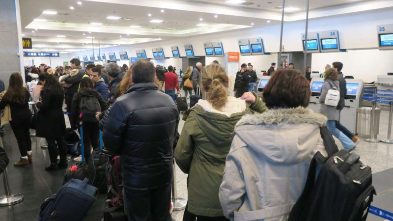 Argentina begins to apply passenger quotas as airlines protest