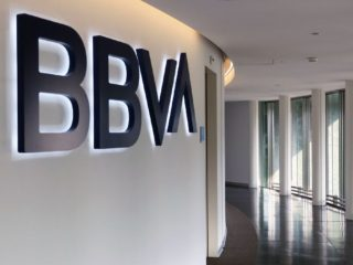 BBVA customers are paying more and more with a card: their use shoots up 20% compared to 2019