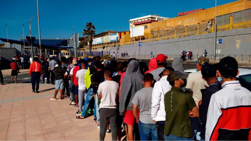 Barrage of illegals in the Ceuta asylum offices after a sentence that allows their free movement