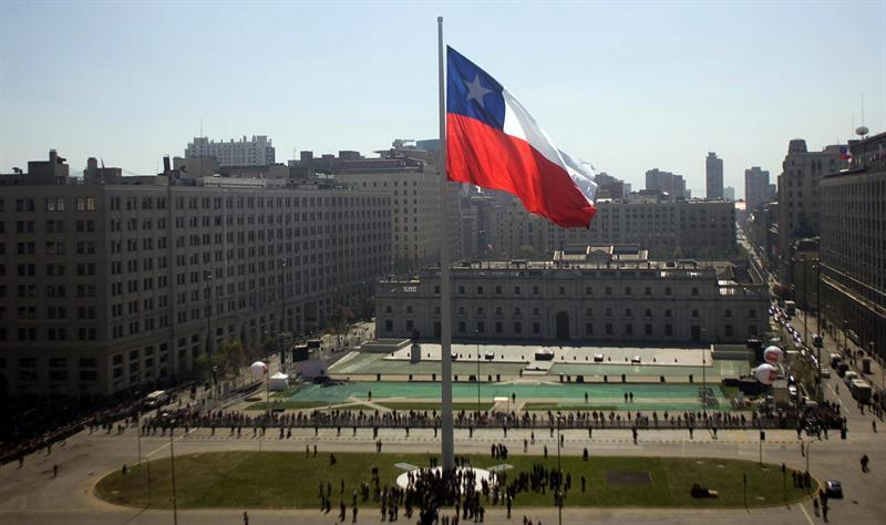 Chile falls in competitiveness worldwide, but leads in Latin America