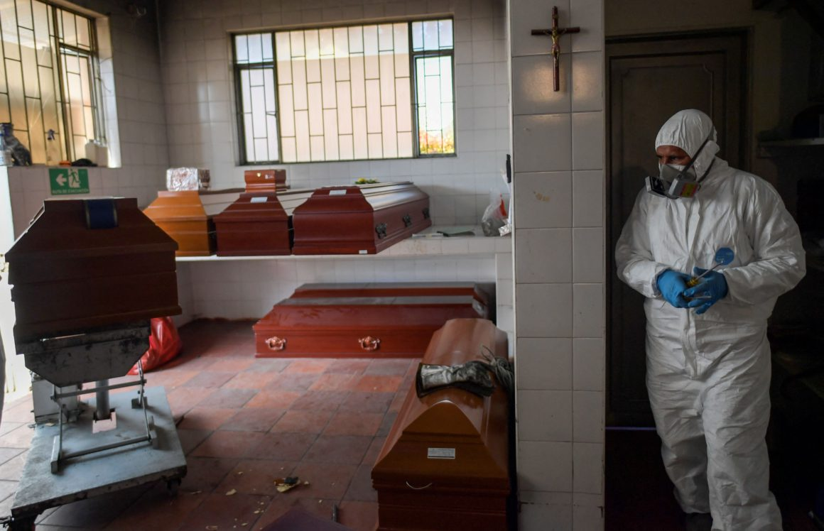 Colombia exceeds 100,000 deaths from covid-19 at its worst moment of the pandemic