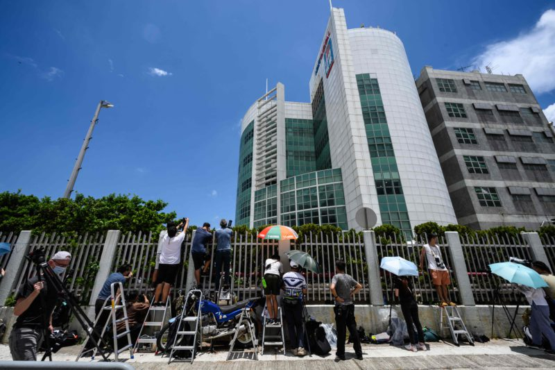 Hong Kong detains five directors of a pro-democracy newspaper in a large police operation