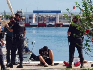 Illegal immigrants in Ceuta try to steal boats at razor point to go to the Peninsula