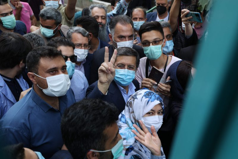 Iranians take advantage of the presidential elections to air their problems