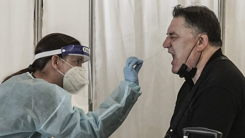 Israel reimposes the use of a mask in some areas of the country after two new outbreaks of Covid
