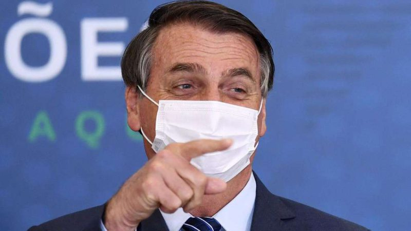 Jair Bolsonaro warned that wearing a mask inside the car can cause traffic accidents