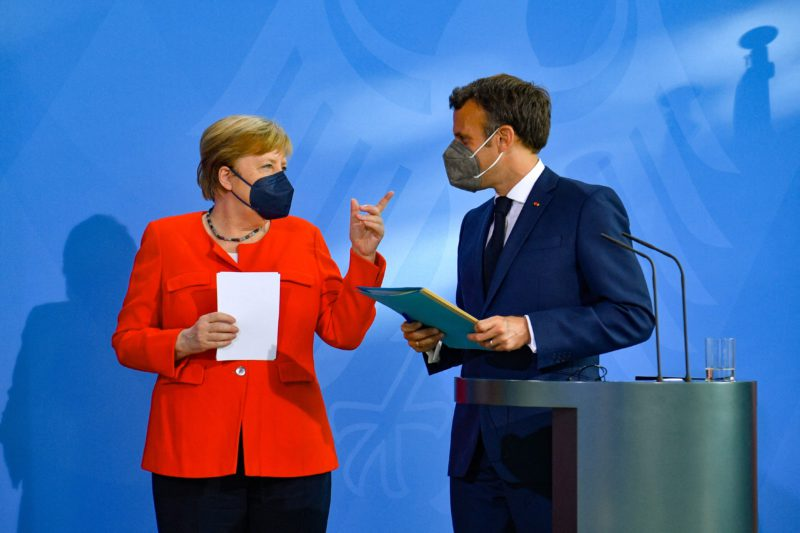 Merkel and Macron ask for greater health coordination to avoid new variants of the coronavirus in the EU