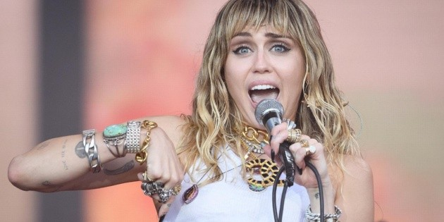 Miley Cyrus and a very special Metallica cover