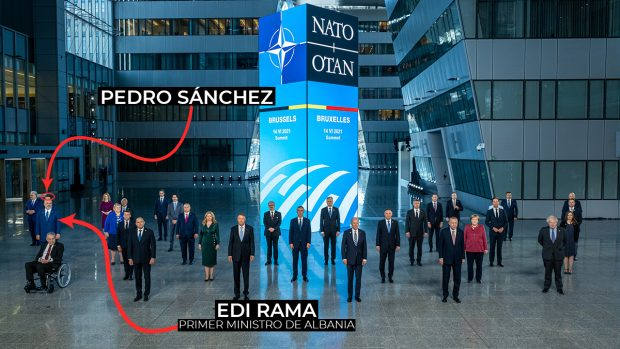 NATO hides Sánchez: he only appears glancingly in one of the 26 official photos of the summit