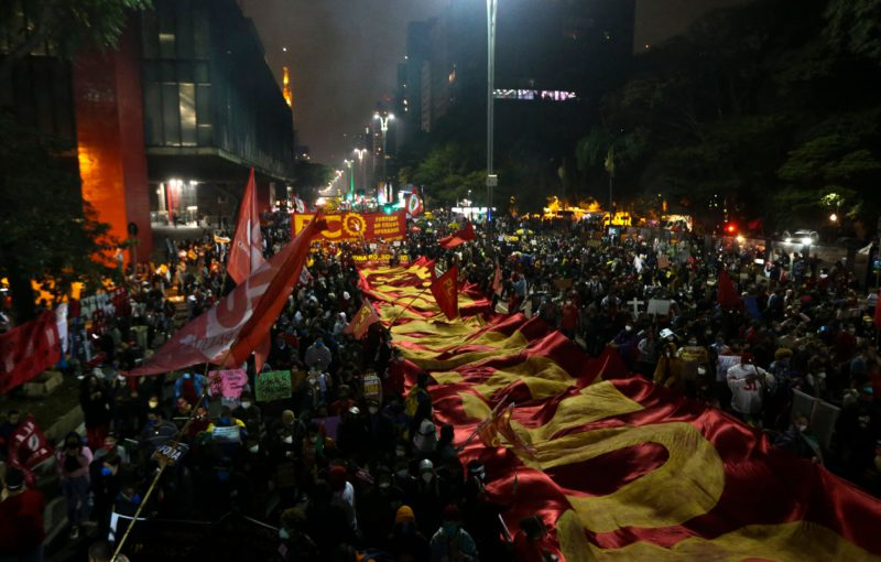 """""""Out with Bolsonaro"""", the cry of hundreds of thousands of people in a march throughout Brazil"""