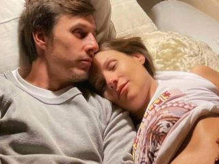"""Pampita's husband shows how the baby they are expecting """"wants to escape"""""""