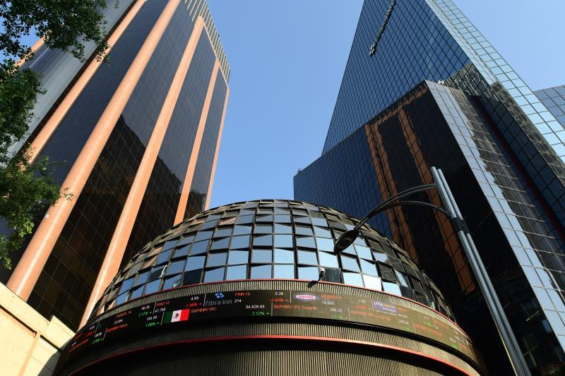 The Mexican Stock Exchange gains 0.23% but closes with a weekly loss of 2%