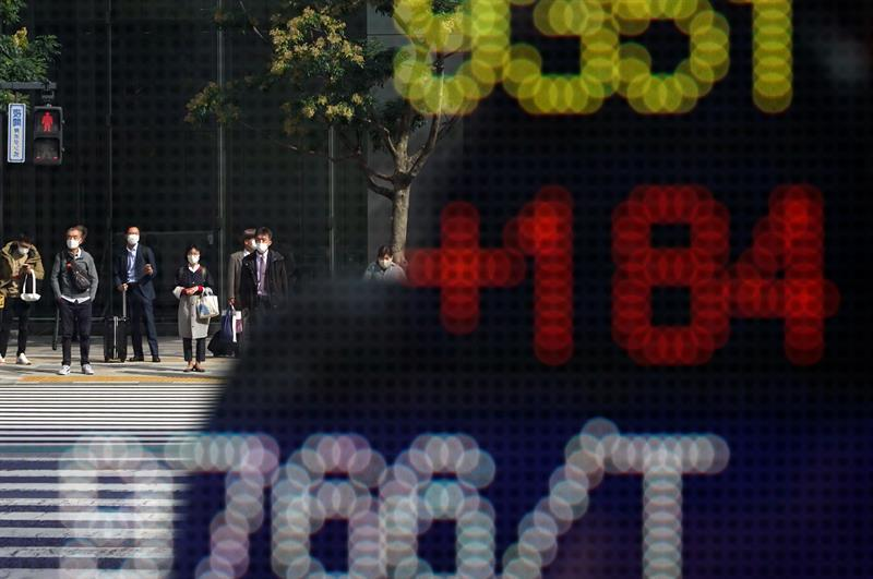 The Nikkei rises 2.90% in the mid-session due to a stock market rebound in the US
