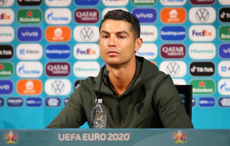 The gestures of Ronaldo and Pogba, a challenge for UEFA more than for the brands