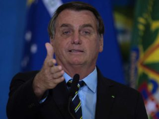 """The lapidary irony with which Jair Bolsonaro crossed Alberto Fernández for his controversial phrase: """"For you and for Maduro there is no vaccine"""""""