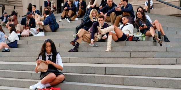 They compare it to Elite: memes and reactions for the trailer of Gossip Girl on HBO Max