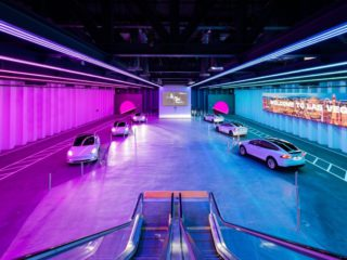 """Vegas Loop: """"Teslas in the tunnel"""" chauffeur the first passengers for a trade fair"""