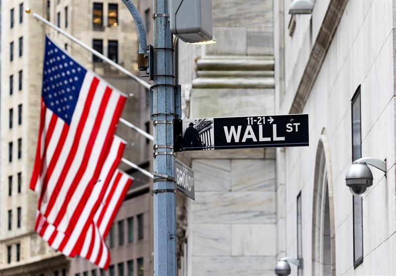 Wall Street closes with losses and the Dow Jones falls 1.58% pending interest rates
