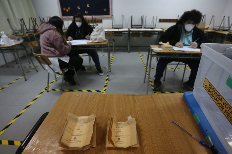 Why don't 80% of Chileans go to vote?