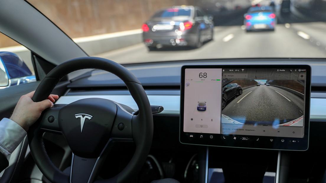 VIDEOS: Tesla lanza su muy esperada nueva versión beta del piloto automático completo