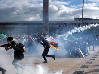 Protestas antigubernamentales y enfrentamientos con la Policía marcan el Día de la Independencia en Colombia