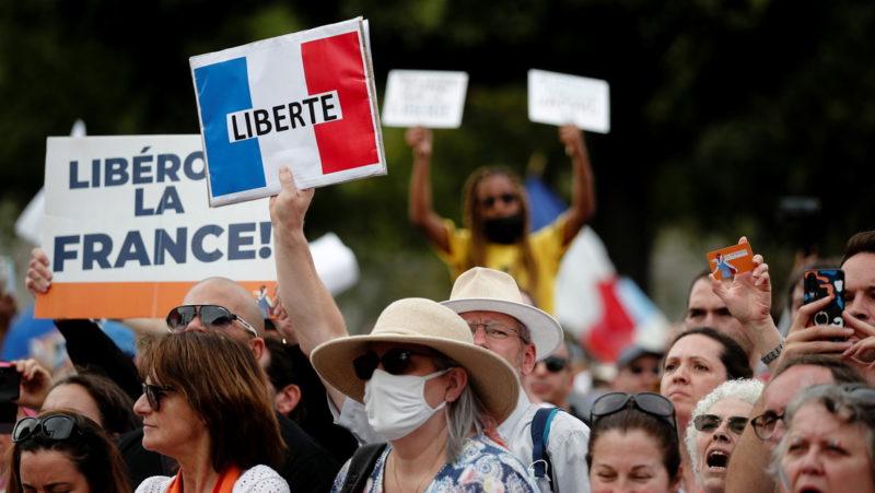 El 35 % de los franceses apoya las protestas contra las restricciones anticovid