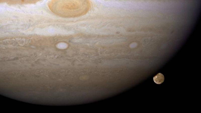 Hubble halla la primera evidencia de vapor de agua en la luna más grande del Sistema Solar