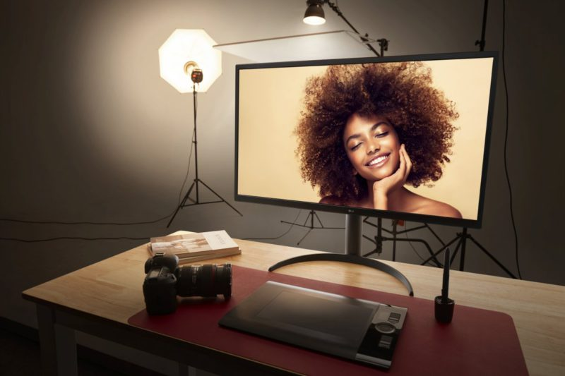 LG UltraFine OLED Pro: 31.5-Inch Monitor with OLED Display