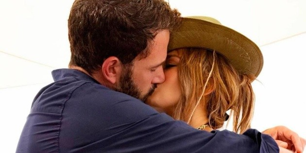The compromising viral photo between Ben Affleck and Jennifer Lopez
