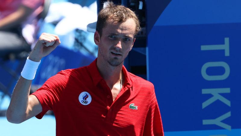 """Un periodista chileno irrita con preguntas """"estúpidas"""" al tenista ruso Daniil Medvédev en Tokio 2020"""