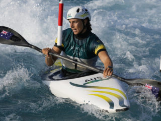 Competidora australiana usa un preservativo para reparar su kayak y acaba ganando el bronce en los JJ.OO. de Tokio 2020