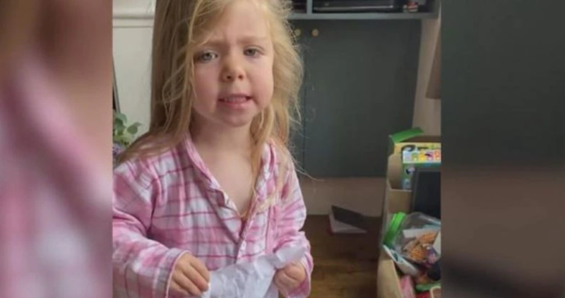"""A girl was enraged when she found in the garbage a drawing that she had given to her mother: """"Now you're going to have problems"""""""